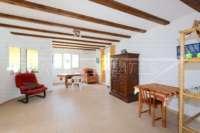 Modernisierungsbedürftige Villa nur 400 m vom Meer in Els Poblets - Wohn-/ Esszimmer