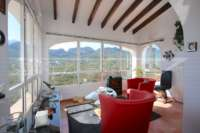 Chalet bien mantenido de 2 dormitorios en la mejor posición panorámica en Monte Pego - terraza acristalada
