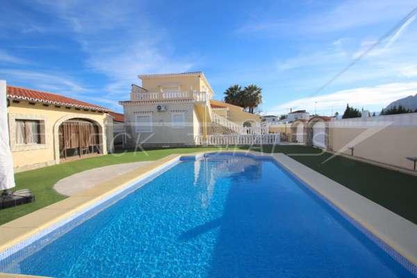Luxusvilla mit Gästeapartment auf großem Grundstück nur 400 m vom Meer in Els Poblets, 03779 Els Poblets (Spanien), Villa