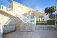 Luxusvilla mit Gästeapartment auf großem Grundstück nur 400 m vom Meer in Els Poblets - Garage