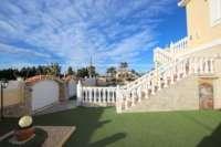 Luxusvilla mit Gästeapartment auf großem Grundstück nur 400 m vom Meer in Els Poblets - Einfahrt
