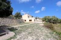 Moderne Finca auf pflegeleichtem Grundstück in bester Panoramalage in Benimeli - Privates Grundstück
