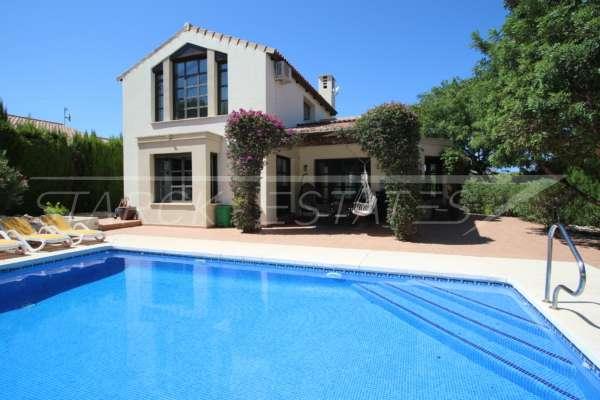 Bonito chalet de estilo casa de campo con piscina en urbanización exclusiva en Javea, 03739 Javea (España), Villa