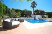 Bonito chalet de estilo casa de campo con piscina en urbanización exclusiva en Javea - Terraza de la piscina