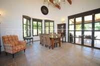 Bonito chalet de estilo casa de campo con piscina en urbanización exclusiva en Javea - Comedor