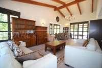 Bonito chalet de estilo casa de campo con piscina en urbanización exclusiva en Javea - Salón/ comedor