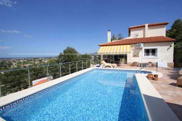 Comme nouvelle villa à Pedreguer avec divers extras et de superbes vues panoramiques, 03750 Pedreguer (Espagne), Villa