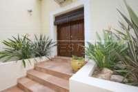 Comme nouvelle villa à Pedreguer avec divers extras et de superbes vues panoramiques - entrée