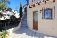Spacieuse villa avec un confort de vie pur et une vue imprenable sur la mer sur Monte Pego - Escalier