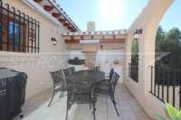 Spacieuse villa avec un confort de vie pur et une vue imprenable sur la mer sur Monte Pego - Cuisine d'été