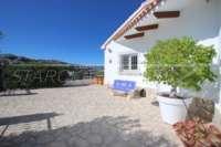 Villa im modernen Stil mit vielzähligen Extras in sonniger Panoramalage am Monte Pego - Einfahrt
