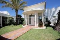 Exklusives Luxusanwesen in bester Wohnlage von Denia mit atemberaubendem Blick - Vorgarten