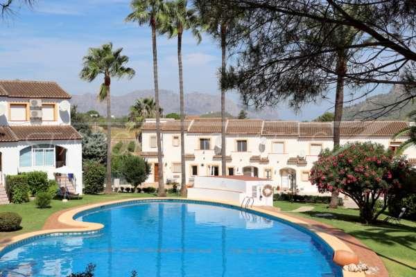 Gepflegtes Reihenhaus mit privatem Garten und Garage in hübscher Gemeinschaftsanlage in Pedreguer, 03750 Pedreguer (Spanien), Reihenhaus