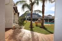 Bonita casa adosada de esquina con jardín privado cerca de la playa en Els Poblets - Vista a la montaña de Segaria
