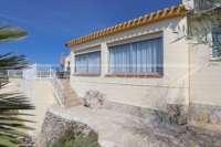 Gepflegte Villa mit Infinity Pool und herrlichem Panoramablick in Orba - Haus im Orba Tal