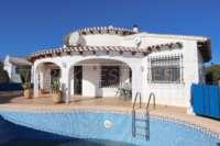 Villa soleada de 3 dormitorios en una zona tranquila con vistas a las montañas en Monte Pego - Chalet en Monte Pego