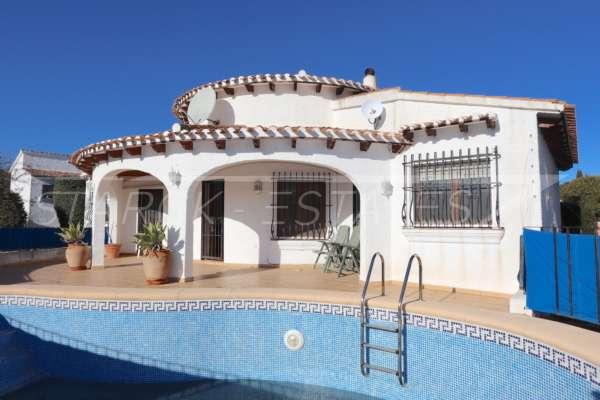Villa soleada de 3 dormitorios en una zona tranquila con vistas a las montañas en Monte Pego, 03789 Pego (España), Villa