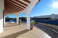 Villa soleada de 3 dormitorios en una zona tranquila con vistas a las montañas en Monte Pego - Terraza cubierta