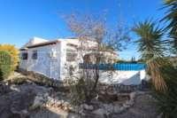 Villa soleada de 3 dormitorios en una zona tranquila con vistas a las montañas en Monte Pego - Jardín