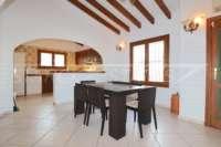 Villa soleada de 3 dormitorios en una zona tranquila con vistas a las montañas en Monte Pego - Comedor
