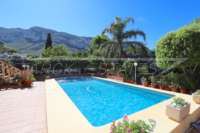 Amplia villa en zona tranquila con vistas maravillosas a solo 1 km del centro de Denia - Piscina
