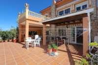 Amplia villa en zona tranquila con vistas maravillosas a solo 1 km del centro de Denia - Terraza apartamento invitados