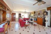 Amplia villa en zona tranquila con vistas maravillosas a solo 1 km del centro de Denia - Salón