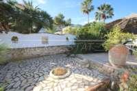 Imponente chalet con vistas al mar y habitación de invitados en Denia - Galeretes - Jardín de bajo mantenimiento
