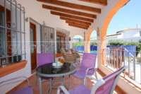 Atractivo chalet de 3 dormitorios en parcela plana con orientación sur en Monte Pego - Terraza cubierta