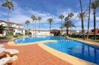 Adosado bien cuidado con jardín privado y garaje en una bonita urbanización en Pedreguer - Terraza de la piscina