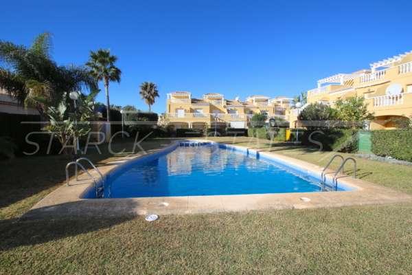 Casa adosada esquinera en una bonita urbanización con impresionantes vistas al Montgó en Denia, 03749 Dénia (España), Última casa adosada