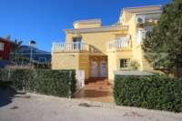 Casa adosada esquinera en una bonita urbanización con impresionantes vistas al Montgó en Denia - Entrada