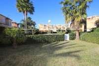 Casa adosada esquinera en una bonita urbanización con impresionantes vistas al Montgó en Denia - Jardín