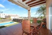 Stadtleben pur in moderner Villa mit herrlichem Blick in die Berge und aufs Meer in Pego - Überdachte Terrasse