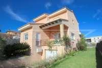 Stadtleben pur in moderner Villa mit herrlichem Blick in die Berge und aufs Meer in Pego - Garage