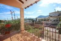 Stadtleben pur in moderner Villa mit herrlichem Blick in die Berge und aufs Meer in Pego - Terrasse mit Blick