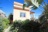 Stadtleben pur in moderner Villa mit herrlichem Blick in die Berge und aufs Meer in Pego - Eingang