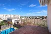 Stadtleben pur in moderner Villa mit herrlichem Blick in die Berge und aufs Meer in Pego - Dachterrasse