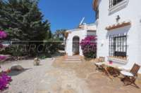 Mediterrane Luxusvilla mit Meerblick am Monte Pego - Eingang