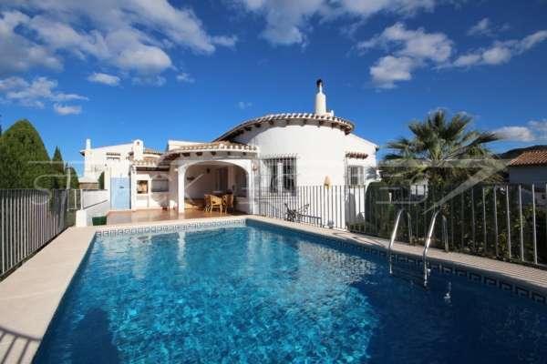 Villa avec piscine, parking, climatisation et terrasses sur un terrain d'angle sur Monte Pego, 03780 Pego (Espagne), Villa