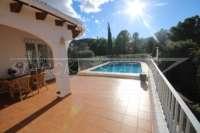 Villa avec piscine, parking, climatisation et terrasses sur un terrain d'angle sur Monte Pego - Terrasse de la piscine