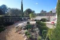 Villa avec piscine, parking, climatisation et terrasses sur un terrain d'angle sur Monte Pego - Jardin méditerranéen