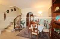 Casa adosada con patio y calefacción por suelo radiante en el corazón de Benidoleig - Zona de entrada