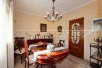 Casa adosada con patio y calefacción por suelo radiante en el corazón de Benidoleig - Comedor