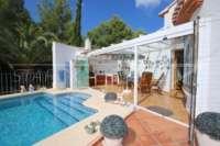 Top villa bien entretenue avec spa et de superbes vues panoramiques sur la mer et sur le Monte Pego - Cuisine d'été
