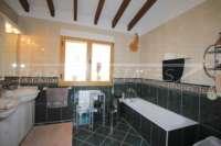Top villa bien entretenue avec spa et de superbes vues panoramiques sur la mer et sur le Monte Pego - Salle de bain en suite