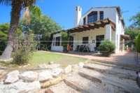 Belle villa de style « campagnard » avec piscine dans un développement exclusif à Javea - Jardin méditerranéen