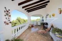 Chalet espacioso en zona idílica y privada con fantásticas vistas al mar en Benidoleig - Terraza cubierta