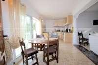 Chalet espacioso en zona idílica y privada con fantásticas vistas al mar en Benidoleig - Comedor apartamento invitados
