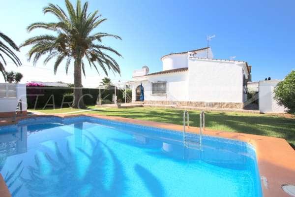 Villa de style rustique sur un grand terrain en bord de mer à Els Poblets, 03779 Els Poblets (Espagne), Villa